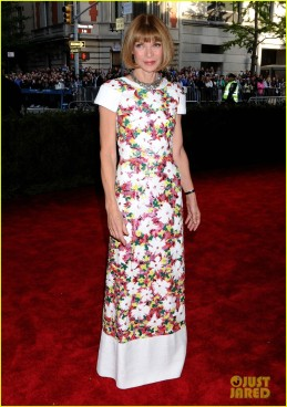 The legend Anna Wintour in Chanel