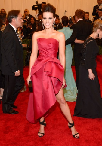 Kate Beckinsale in Lanvin... red carpet attitude!