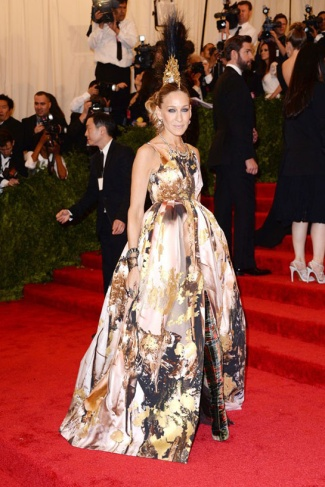 Punk hair on Sarah Jessica Parker but what happened to the dress? HORRIBLE!