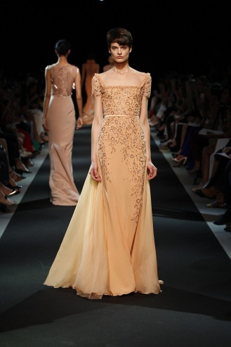 Long and elegant silhouette with a work on sequins