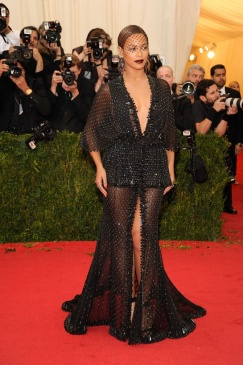 Queen B in Givenchy, sparkling surprise!