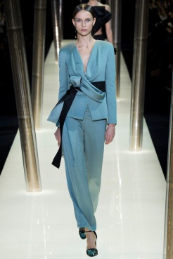 Look 24: Beautiful suit, very soft fabric and color. This is an outfit to be worn on a midsummer night along the shores of the Hamptons… Monsieur Armani epitomizes a chic attitude once again, such a timeless style!