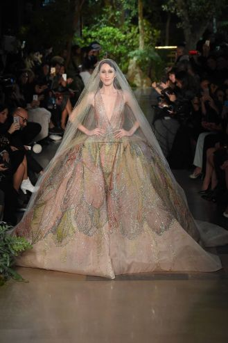 For a long time I thought Elie Saab was the only one who deserved the right to be on the podium. I would say he's the second of this rating. Perhaps was I expecting too much, but I thought this dress was slightly more disappointing than the previous ones. But it's still an admirable work of art.