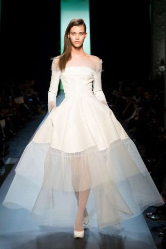 Look 44: Jean-Paul Gaultier overpassed himself with this admirable look. It is so light for a gown! And I love the mix of fabrics, tulle is here so beautifully worked. I was literally amazed! Pauline Hoarau looks stunning, she reminds me of an angel right now!