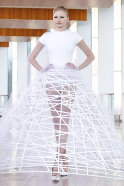 Look 27: Then comes Stephane Rolland whose background music for the show was an interview of him talking about the creative process of a dress and the interpretation of the client's wish. And this whole atmosphere reflects in his dresses. Last one especially.